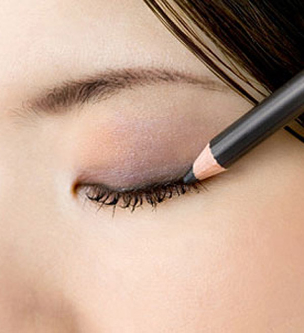 How To Keep Under Eyeliner From Smudging - Eye Makeup Tips 2017